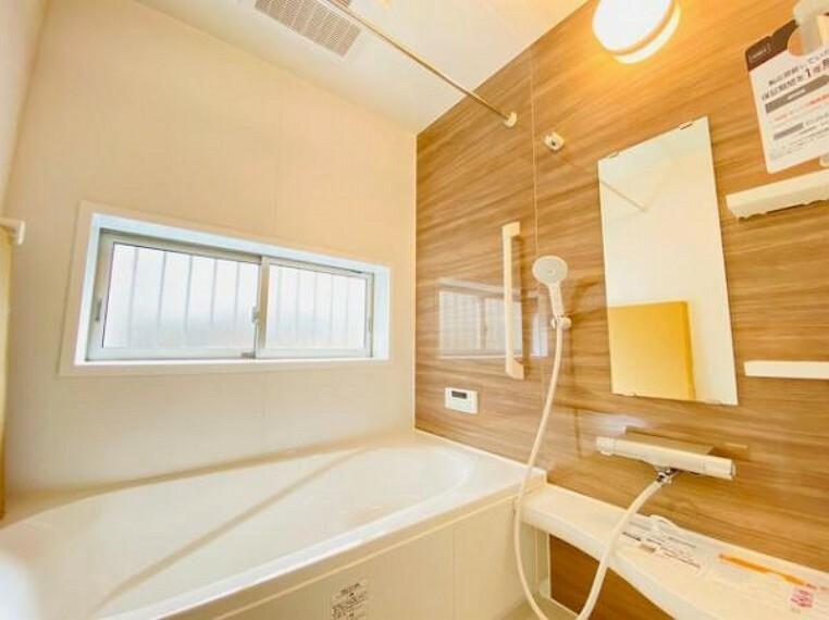 浴室 保温効果のある浴槽を採用しており、温かいお湯が長続き!1坪以上の広々とした空間なので、親子入浴や半身浴などに向いた浴室です!