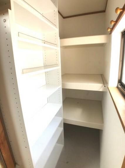 収納 2階ダイニングにある為パントリーとしても、通常の収納としても使えて便利です。