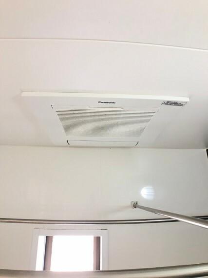 浴室 乾燥機付きで、洗濯物が乾きにくい季節も沢山干せるスペースがあり便利です。