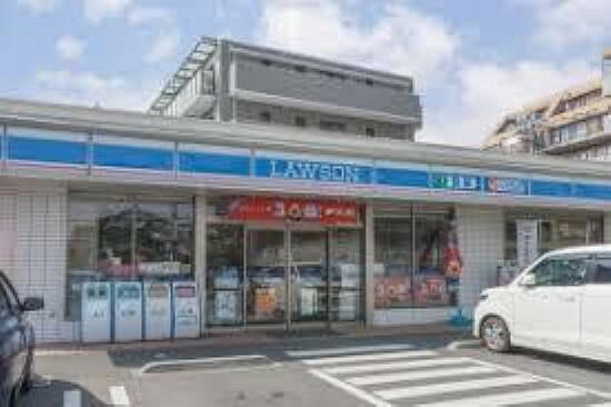 コンビニ 【コンビニエンスストア】ローソン藤沢湘南台店まで745m