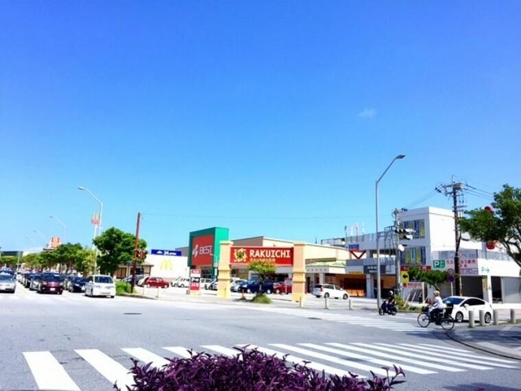 ショッピングセンター 天久楽市 車で5分