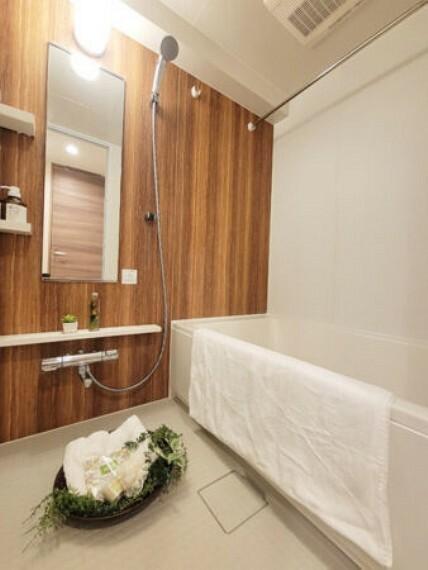浴室 一日の疲れをいやすための心地よいバスタイム