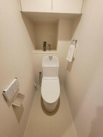 トイレ 上部吊戸棚付き 温水洗浄便座トイレ