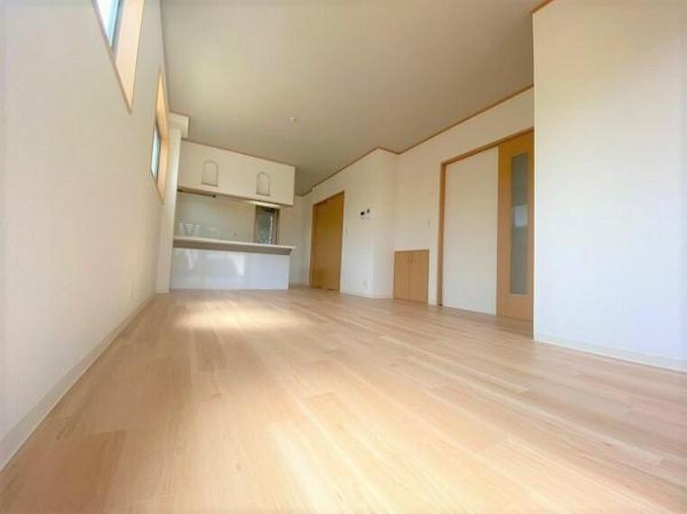 居間・リビング 開放感のある広々としたリビングです