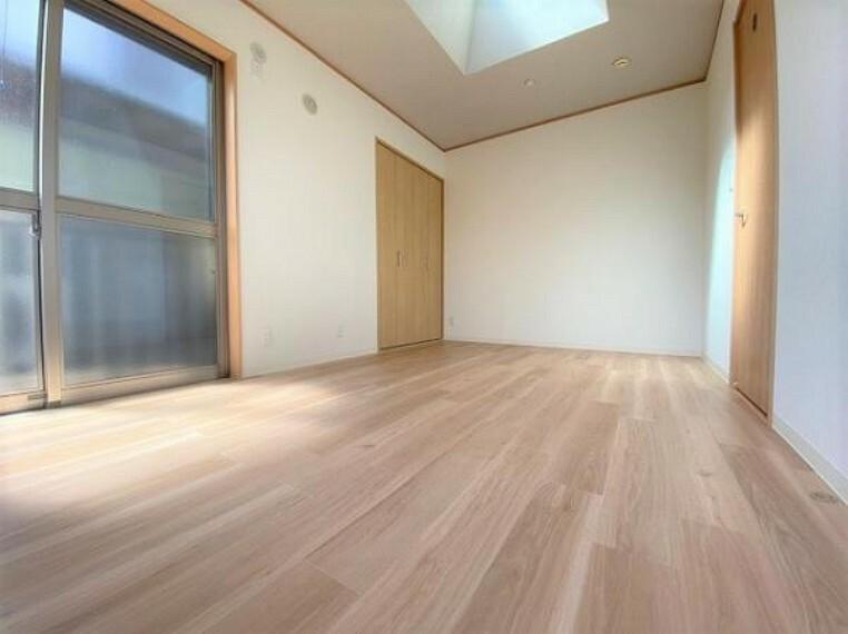 洋室 全居室バルコニーに面しており、採光通風良好