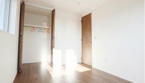 同仕様写真(内観) ■収納がついているので、その分お部屋を広々お使いいただけます!施工例