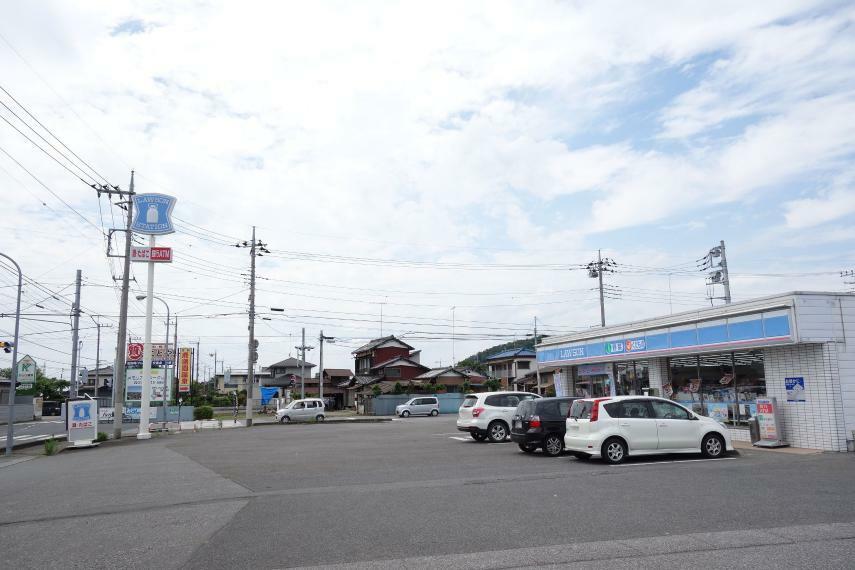 コンビニ ローソン足利八椚町店