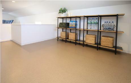 【小屋裏収納】 普段使わないものをしっかり収納できる小屋裏収納を全棟採用。季節の物、防災グッズなどを収納するのに便利で、居室をゆったり使えます。