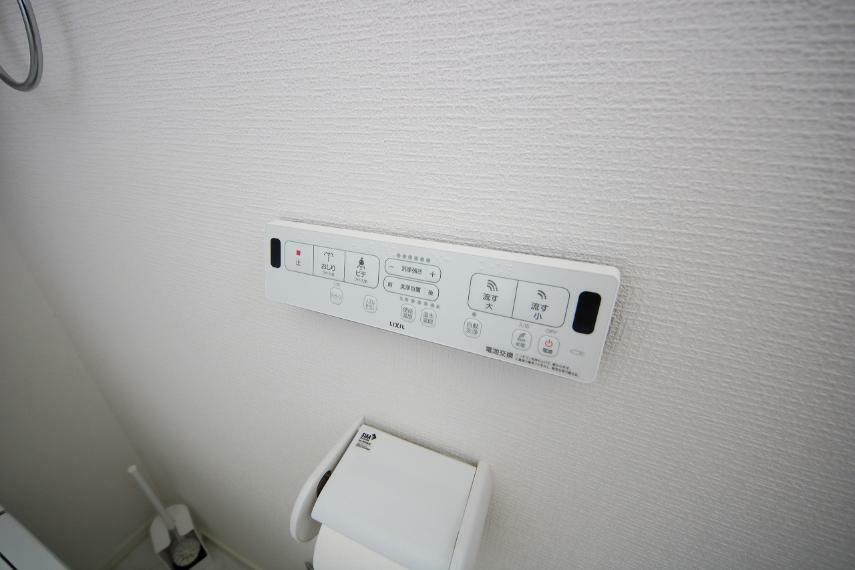 温水洗浄便座や洗浄ボタンなどの設備付きです!
