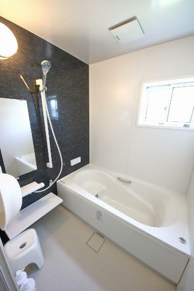 浴室 浴室のお写真になります。 浴室には窓があり、風通しも良好です。