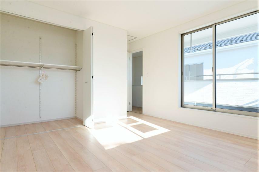洋室 (同仕様例)全居室収納完備でお部屋を広く使用できます。