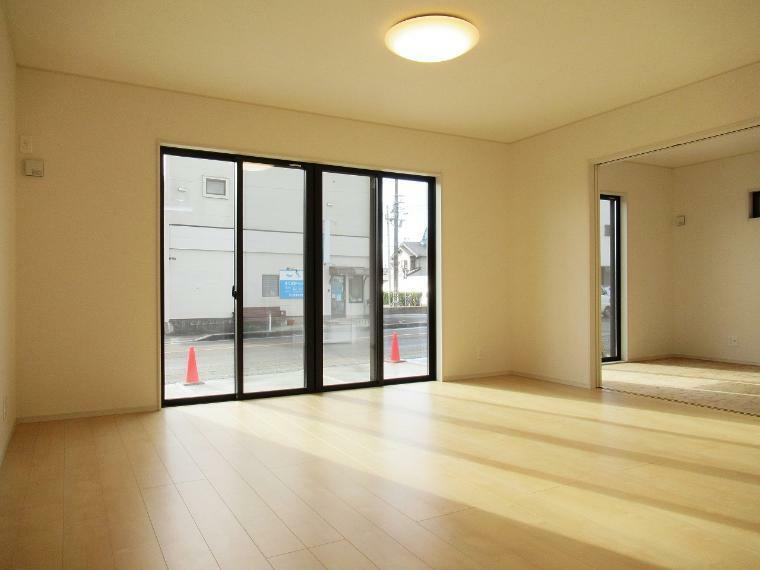 リビングダイニング 【4号棟】LDK17.66帖・網戸・LOWーEペアガラス(全窓)