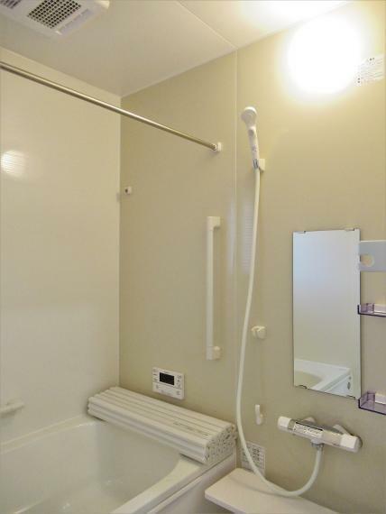 浴室 【4号棟】浴室暖房換気乾燥機・高断熱浴槽サーモバスS・スイッチ付エコフルシャワー