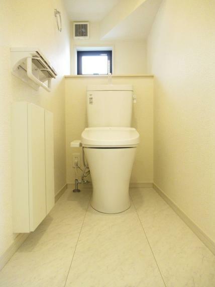 トイレ 【4号棟】シャワートイレ(1F、2F)・トイレ収納(2F)
