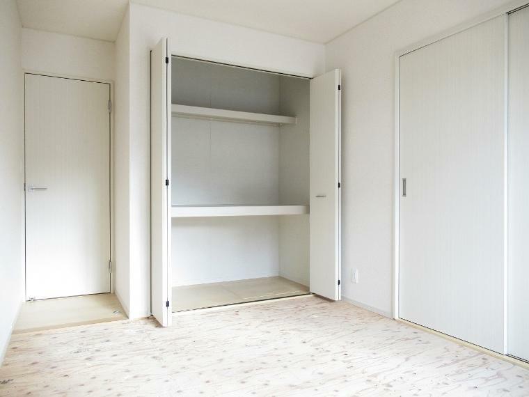 収納 【4号棟】洋室6.5帖(畳敷)クローゼット