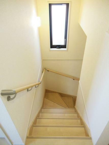 【4号棟】階段手摺り設置