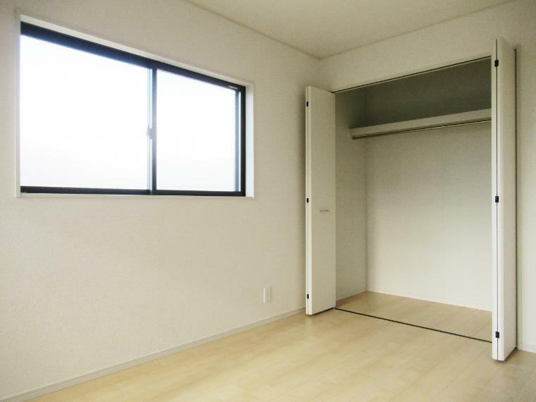収納 【4号棟】2階洋室6帖(西側)クローゼット