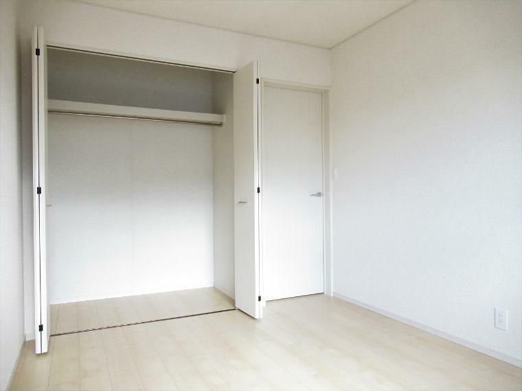 収納 【4号棟】2階洋室6帖(南側)クローゼット
