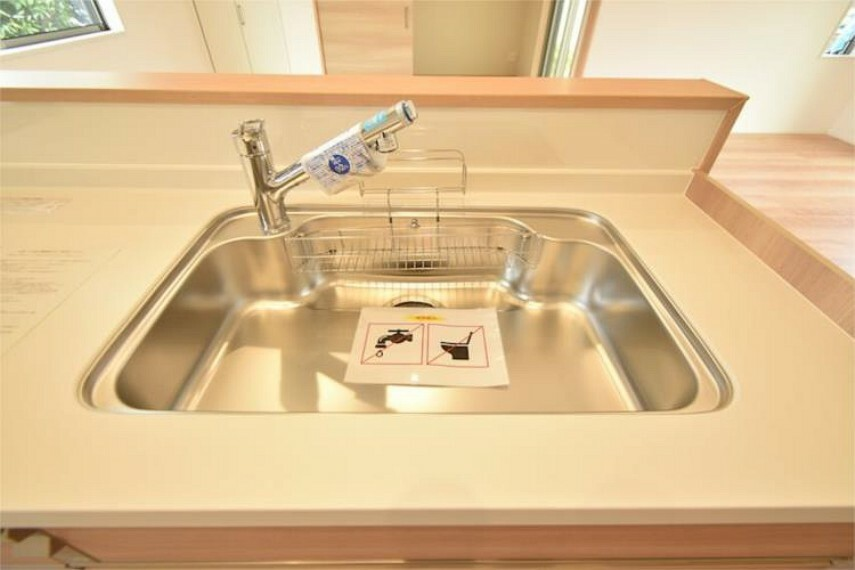 キッチン 蛇口一体型浄水器付きノズルも伸びて便利です