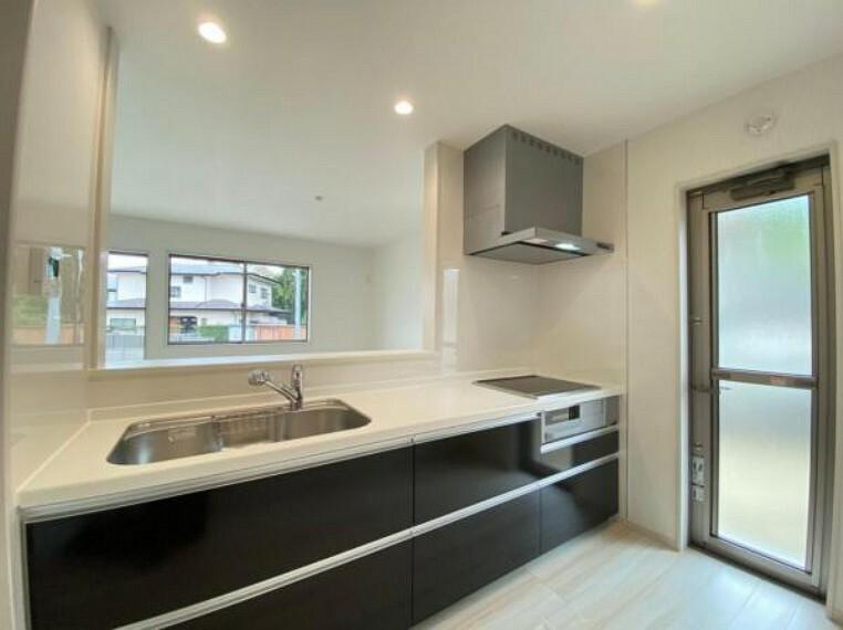 キッチン (キッチン)広々シンク&調理スペースを確保!毎日のお料理も楽しくなりそうですね^^
