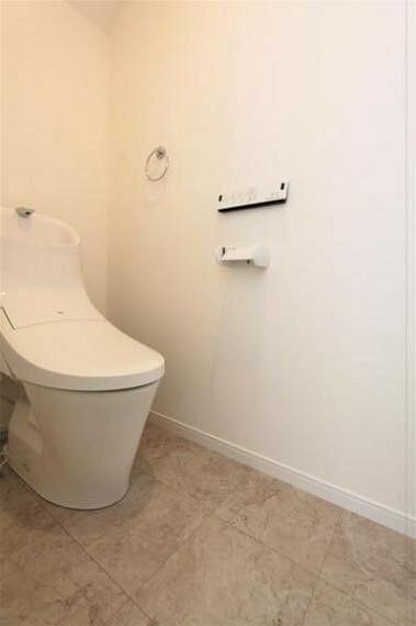 トイレ 2か所アルトイレは、暖房温水洗浄乾燥機付きのトイレです。