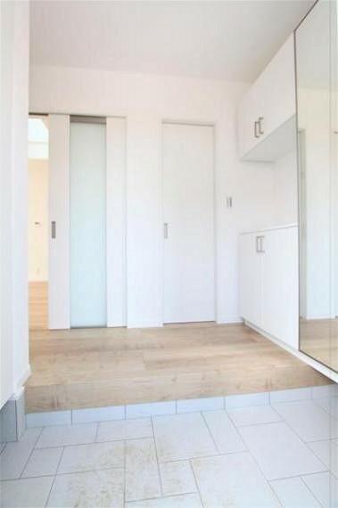 玄関 シューズボックスにクローゼットの付いた玄関及び玄関ホール