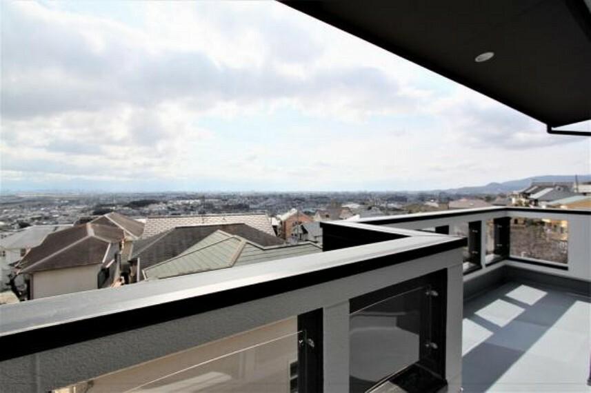 バルコニー 2階南東側バルコニー及びバルコニーよりの眺望。