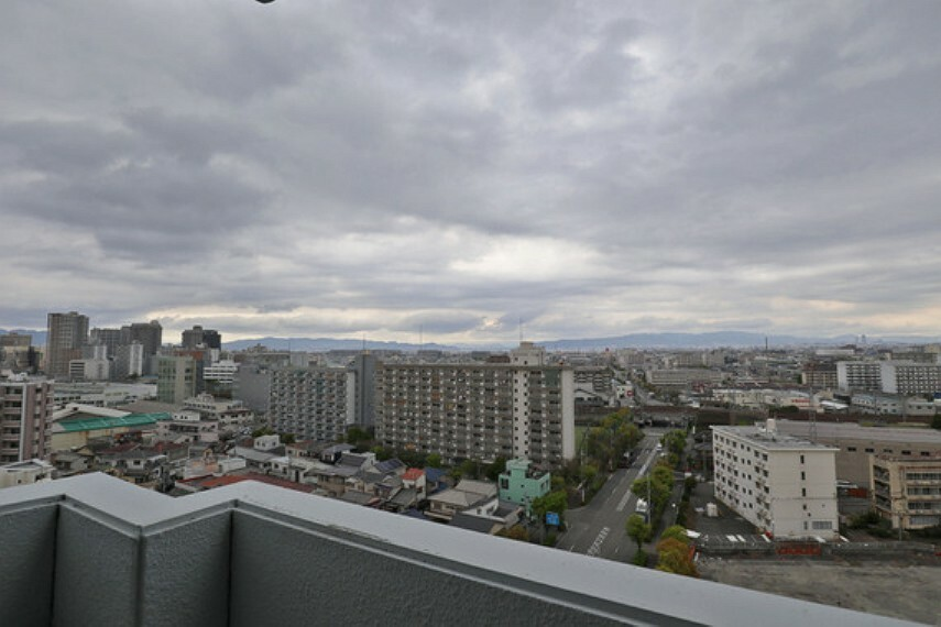眺望 13階の北西角部屋なので、遮るものがなにもなく、眺望良好です。