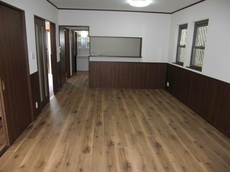 居間・リビング リビング広々18帖  床暖房付きで冬でも暖かくお過ごしいただけます