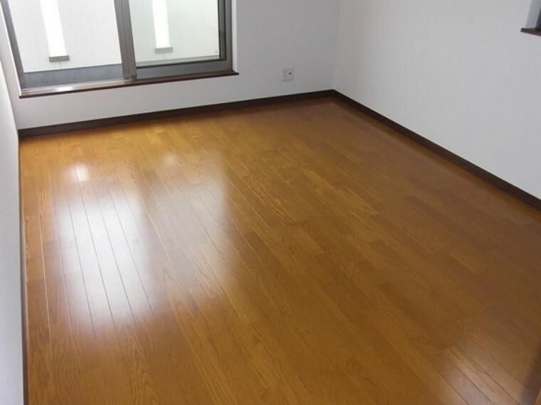 洋室 洋室全室6帖  収納スペース豊富です