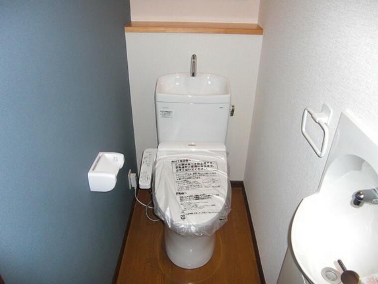 トイレ 各階にトイレがありますので夜間に階段を使わずに済むので便利です