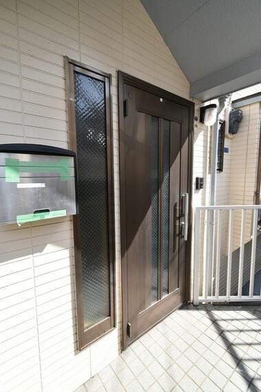 玄関 【玄関】 落ち着いた雰囲気の玄関がお客様をお出迎えいたします。 詳しくは【センチュリー21ゲットハウス】まで!