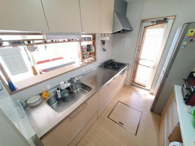キッチン 対面キッチンで会話を楽しみながらお料理。収納充実のキッチン