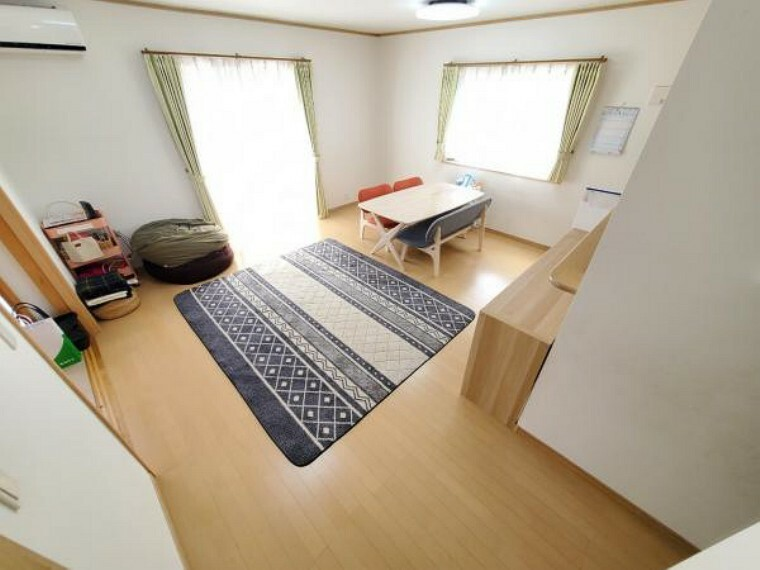 居間・リビング 明るいリビングはご家族の笑顔溢れる空間