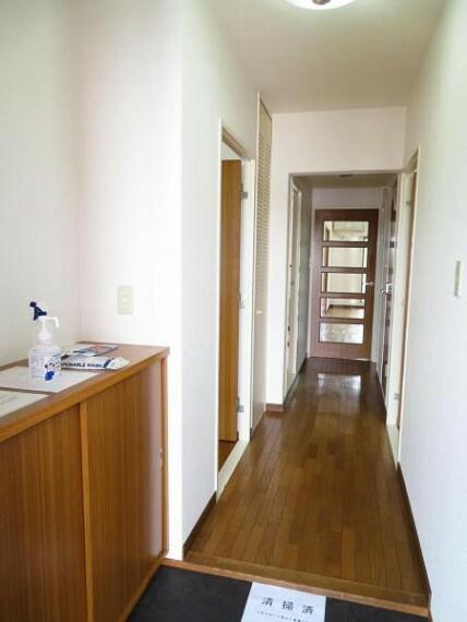 玄関 シューズボックスで整理整頓。すっきりした玄関でお客様をお出迎え