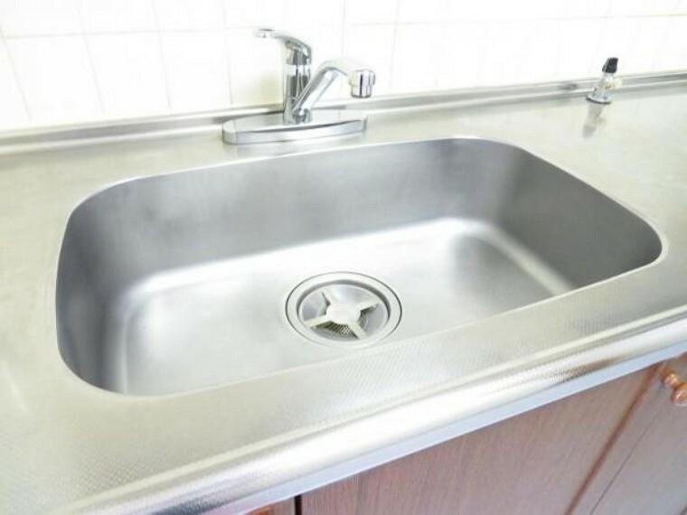 キッチン ゆったりシンクで洗い物も楽々