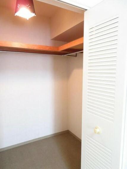 収納 ウォークインクローゼットで沢山収納。お部屋を広く使えます。