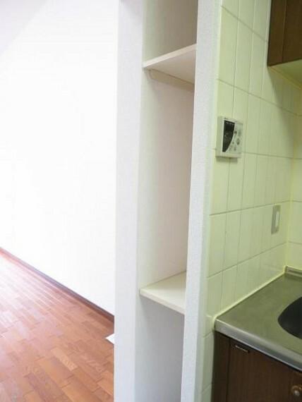 収納 キッチンの収納。お料理の本などを置いてもいいですね。