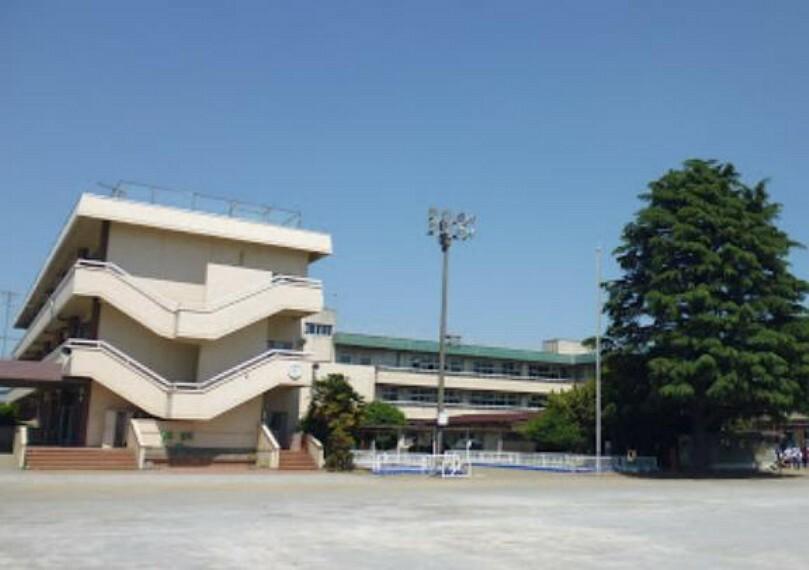 小学校 毛里田小学校まで約3200m