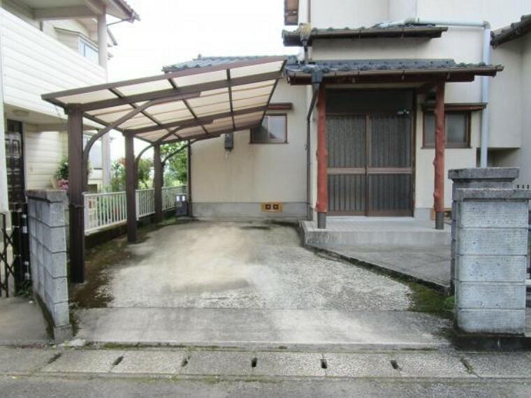 駐車場 【リフォーム中】駐車場は普通車2台のスペースがあります。