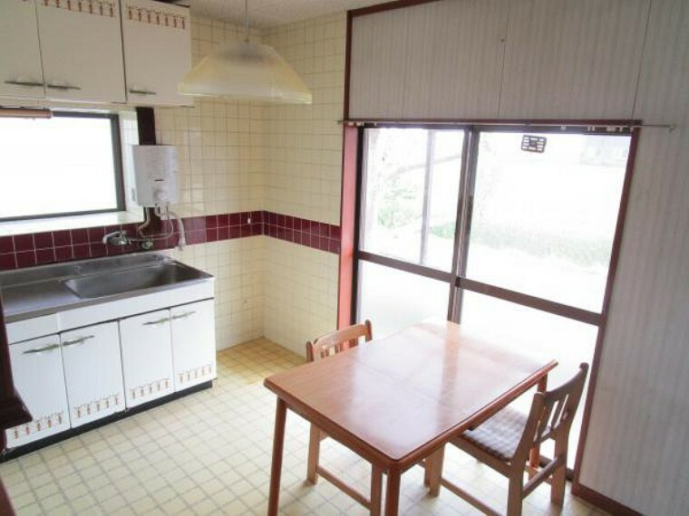 居間・リビング 【リフォーム中】LDKは隣の部屋とつなげて12帖へ間取り変更予定です。