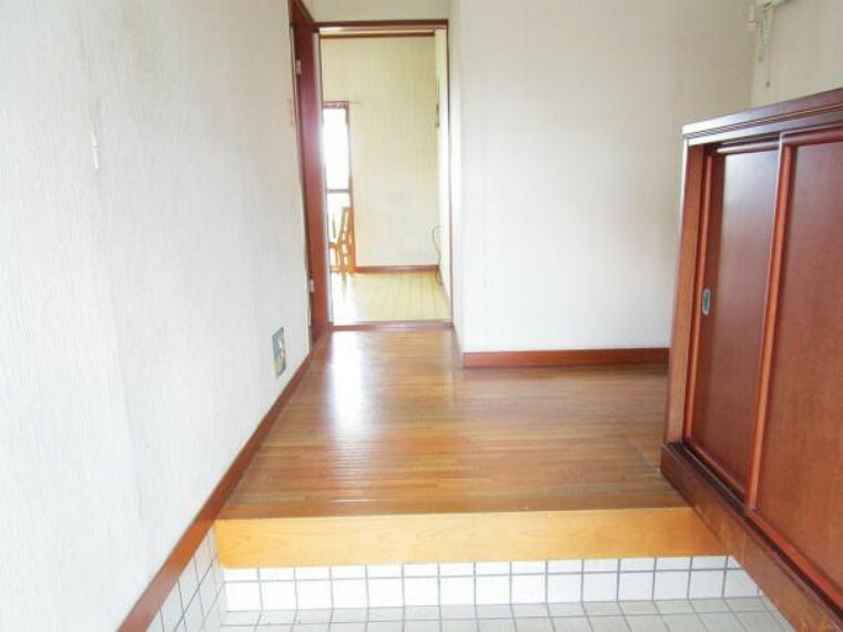 玄関 【リフォーム中】玄関には新品のシューズボックスを新設予定です。