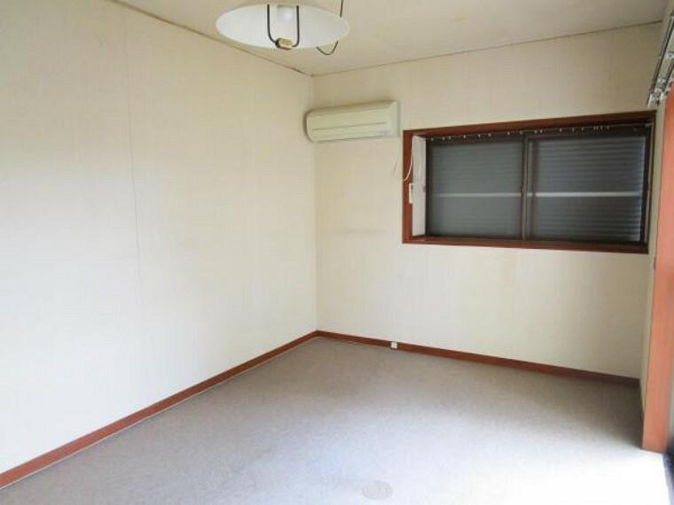 居間・リビング 【リフォーム中】こちらの部屋は隣のダイニングキッチンとつなげて12帖のLDKへ間取り変更を行います。