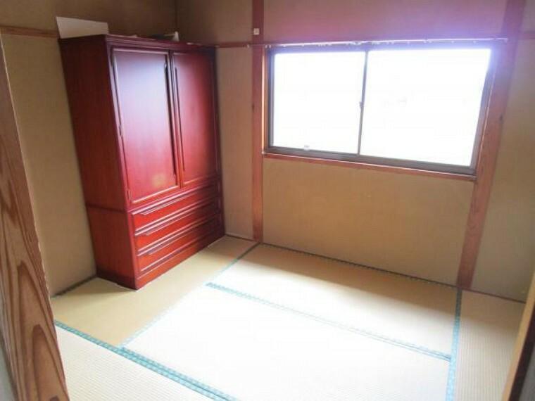 【リフォーム中】2階6帖の和室は洋室へ変更予定です。フローリング、クロスの張替え、建具の新設を行います。