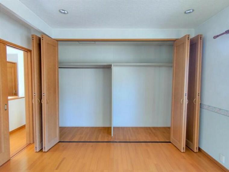 収納 【現況販売】2F洋室10帖の収納です。