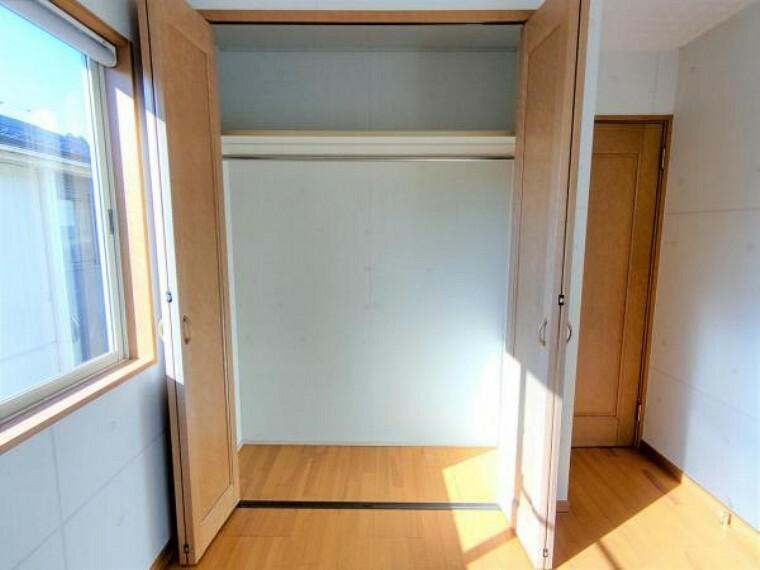 収納 【現況販売】2F西側洋室5.3帖の収納です。