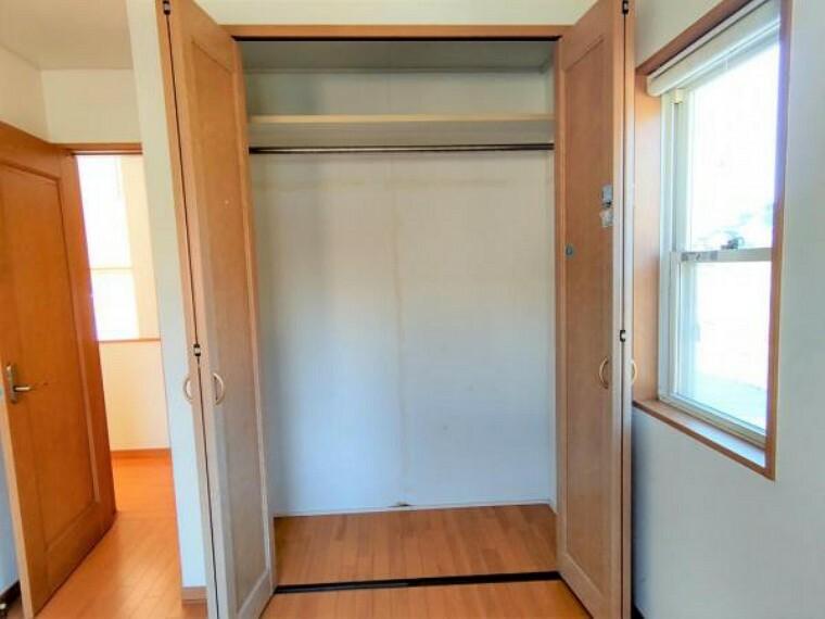 収納 【現況販売】2F東側洋室5.3帖の収納です。