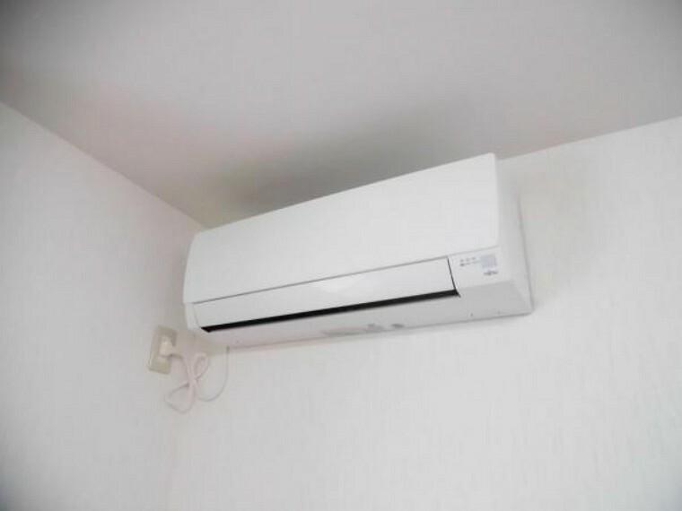 【リフォーム済】エアコンはリビングに1台新設しました。何かと入り用な新生活、少しでも楽出来るようにリビングの畳数にあったものを設置しました。