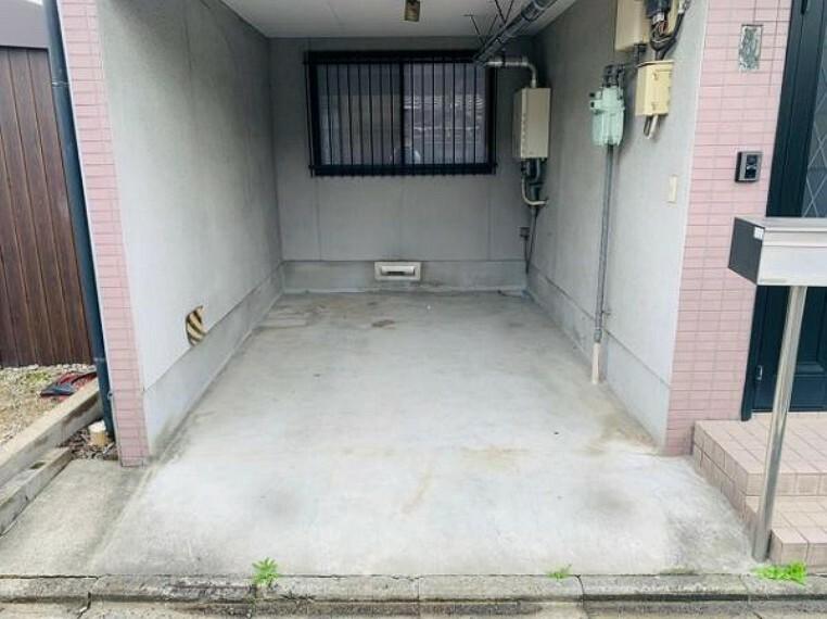 駐車場 雨の日も安心のインナーガレージ