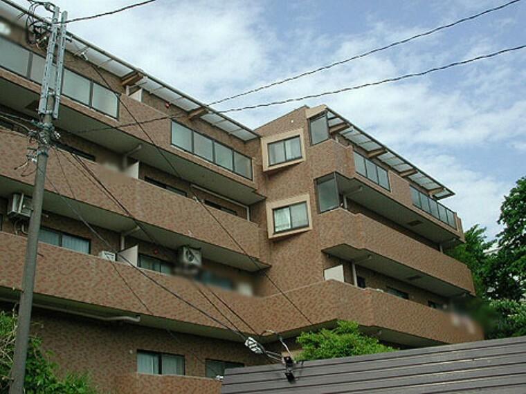 外観写真 4階建て3階部分 リビングから富士山が一望できるマンション 新規内装リノベーション